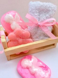 Regalo Baby Shower, Baby Shower Gifts, Soap Sculpture, Spa Basket, Clothespin Magnets, Soap Packaging, Soap Recipes, Home Made Soap, Lotion