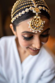 Without some creative bridal portraits, the photography session of the wedding cannot be complete. Here are the Most beautiful and unique bridal portraits ideas for weddings. #shaadisaga #indianwedding #bridalphotoshootposesindian #bridalphotoshootindian #bridalphotoshootpre #bridalphotoshootideas #bridalphotoshootveil #bridalportraitideas #bridalportraitposes #bridegettingready #bridegettingreadyideas #bridegettingreadyphotoshoot #bridegettingreadyposes Wedding Couple Poses, Couple Posing, Wedding Shoot, Wedding Couples, Wedding Blog, Bridal Portrait Poses, Bridal Photoshoot, Bride Getting Ready, Most Beautiful