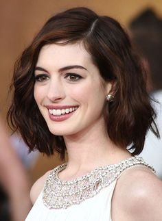 Anne Hathaway: Long Bob mit weichen Wellen