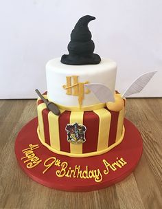 Harry Potter Birthday Cake - Foooooooodddd I'm hungry T^T - Kuchen Harry Potter Torte, Harry Potter Desserts, Harry Potter Bday, Harry Potter Birthday Cake, Harry Potter Food, Herbalife Shake Recipes, Paw Patrol Cake, Savoury Cake, Celebration Cakes