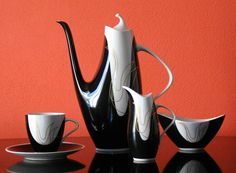 1957 Award winning Elka porcelain set designed by Jaroslav Ježek in 1957 for the Expo in Brussels. Porcelain Ceramics, Ceramic Pottery, Pottery Art, Uses For Coffee Grounds, China Tea Sets, Precious Metal Clay, Pottery Designs, Tea Service, Mocca