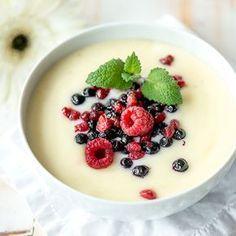 Vaniljakiisseli on ihana retroherkku, joka maistuu pakastemarjojen kanssa.