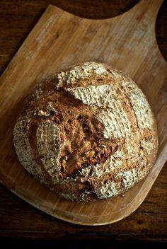 Pan integral de espelta, cominos y tomates secos