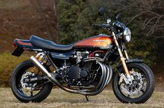 Sanctuary of Japan is doing amazing work restoring and modernizing classic Japanese sportbikes this is just on example.