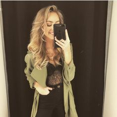 #mulpix Outfit; super high waist jeans, Katie topp & Rikke jacket. Smashing hot! 😍👌😍👌 #regram @bikbokoasen  #välacentrum  #väla  #bikbok