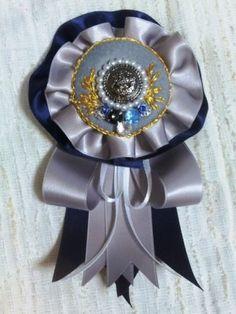 青と銀のロゼットの作り方|ソーイング|編み物・手芸・ソーイング | アトリエ|手芸レシピ16,000件!みんなで作る手芸やハンドメイド作品、雑貨の作り方ポータル