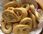 In passato, i brezel venivano preparati soltanto durante il periodo della quaresima...  da www.kigaportal.com Onion Rings, Cookies, Ethnic Recipes, Desserts, Food, Food Food, Gifts, Recipies, Crack Crackers
