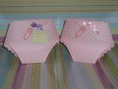 Fralda Lembraça de papel rosa poá com alfinete de papel, lacinho de cetim (lilas ou rosa) e cartão de agradecimento. R$3,15
