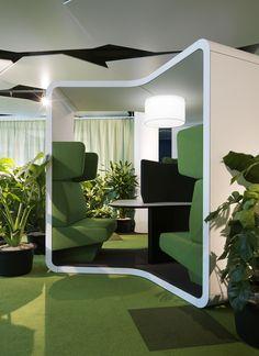 """Eine Schweizer Großbank stellt seinen Neubau in Zürich unter das """"Smart Working""""-Konzept mit Möbeln von Lista Office LO."""