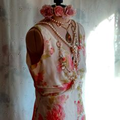 LOVELY CHIFFON ROSES DRESS. New Listing!