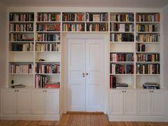 Ocean Living In Sight: mars 2013 Library Bookshelves, Built In Bookcase, Pretty Room, Paint Colors For Living Room, Formal Living Rooms, Built Ins, Interior Design Living Room, Shelving, New Homes