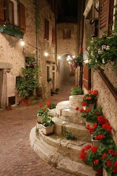 A region with historic & very quaint towns perfect for strolling… Tuscany, Italy. A region with historic & very quaint towns perfect for strolling hand in hand. Monemvasia Greece, Paros Greece, Wonderful Places, Beautiful Places, Italian Village, Italian Houses, Places Around The World, Belle Photo, Dream Vacations