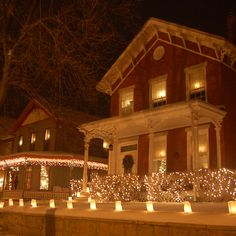 Ten Ways to Celebrate the Holidays in Galena & Jo Daviess County! Great advice from our friends in Galena. Galena Illinois, Chicago Winter, Local Events, Town And Country, Winter Activities, Historic Homes, Great Pictures, Vacation Destinations, Wonderful Time
