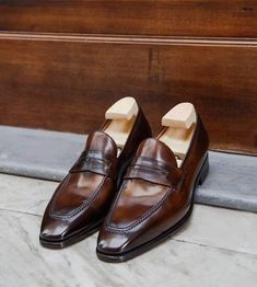 Handmade Leather Shoes, Leather And Lace, Men's Leather, Dress Loafers, Leather Dress Shoes, Brown Brogues, Oxfords, Mens Leather Loafers, Custom Made Shoes