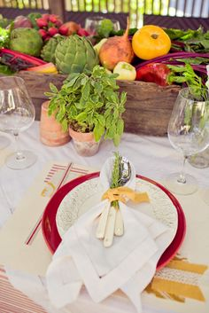 Forget expensive flowers. What about fresh produce as your centerpieces? This is so rustic!