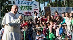 En la tarde del domingo, el Papa Francisco continuó con la tradición de visitar las parroquias de la periferia de Roma acudiendo en esta ocasión a la de Santa María del Redentore di Tor Bella Monaca. Allí se reunió con distintos grupos de fieles.