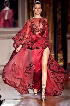 Extraordinary Glamour Designs The Famous Lebanese designer Zuhair Murad surprises us with Extravagant and Luxurious Breathtaking Silh. Couture Mode, Style Couture, Couture Fashion, Runway Fashion, Fashion Trends, Estilo Fashion, Red Fashion, High Fashion, Beautiful Gowns