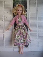 Free barbie knitting patterns. Knitting patterns for knitted barbie clothes, barbie doll sweater, knit barbie shrug, knit barbie holiday outfit,...