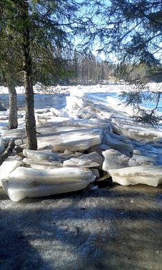 Tulva-aikaan jäät nousevat rannalle