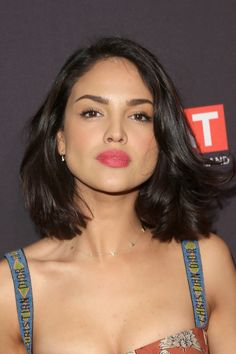 Eiza Gonzalez Photos - Eiza Gonzalez attends The BAFTA Los Angeles Tea Party at Four Seasons Hotel Los Angeles at Beverly Hills on January 2018 in Los Angeles, California. - The BAFTA Los Angeles Tea Party - Arrivals Medium Short Hair, Short Hair Cuts, Medium Hair Styles, Curly Hair Styles, Messy Blonde Bob, Balayage Bob, Shot Hair Styles, Short Bob Haircuts, Hair Reference
