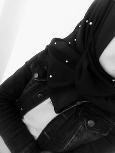 Casual Hijab Outfit, Hijab Chic, Hijab Dress, Hijabi Girl, Girl Hijab, Muslim Girls, Muslim Women, Girl Hiding Face, Hijab Dpz