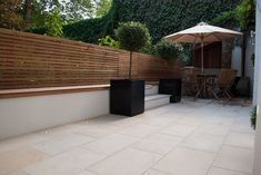 London Stone - Exterior Stone Paving - Sandstone Paving - Beige Sawn Sandstone P. London Stone - E Small Patio Spaces, Backyard Ideas For Small Yards, Outdoor Paving, Garden Paving, Patio Slabs, Cement Patio, Flagstone Patio, Indoor Plant Wall, Back Garden Design