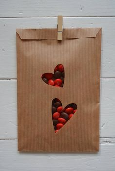 Sale : Wedding Favor bags with a couple hearts window in a bundle of 100 kraft paper and 100 cellophane bags - Give away's, wedding gifts door SierGoed op Etsy