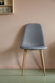Clean lines and Scandinavian style must-have - grey fabric - comibined in JONSTRUP dining chair.