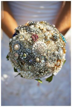 This is the one thing I will be so devastated if I don't have for my wedding. In love with broach bouquet