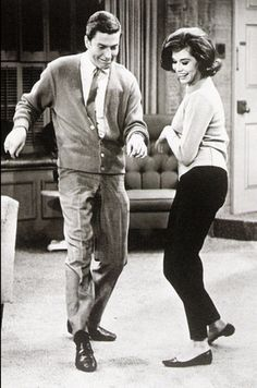 Mary Tyler Moore and Dick Van Dyke. Always been and always will be my favorite show. I love Dick VanDyke and Mary Tyler Moore! Mary Tyler Moore, Rockabilly, Shall We Dance, Lets Dance, Dance Pics, Laura Petrie, Rock And Roll, Sean Leonard, Pin Up