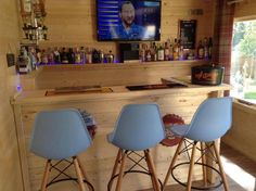 Aiste Log Cabin 5 x - Inside an Aiste Log Cabin garden pub – A popular trend this summer - Home Bar Rooms, Home Bar Areas, Diy Home Bar, Home Pub, Bars For Home, Man Cave Shed, Man Cave Home Bar, Summer House Interiors, Cabin Interiors