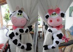 VAQUINHA DE CORTINA | floraci tavares longui | Elo7 Felt Crafts, Fabric Crafts, Sewing Crafts, Diy And Crafts, Sewing Projects, Crafts For Kids, Felt Doll Patterns, Sewing Patterns, Baby Curtains