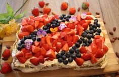 Ranteita myöjen taikinasa: Britakakku (myös gluteenittomana) Acai Bowl, Waffles, Cheesecake, Food Porn, Strawberry, Food And Drink, Pie, Baking, Breakfast