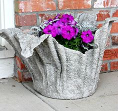 She Dumps A Towel In Wet Cement. When It Dries, It Becomes Something Surprisingly Useful