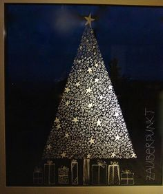 An adequate substitute for the Christmas tree is this one made of stars … - Xmas - Christmas Christmas Makes, Christmas Art, Christmas Holidays, Clay Christmas Decorations, Alternative Christmas Tree, Window Art, Xmas Tree, Glow, Christmas Crafts