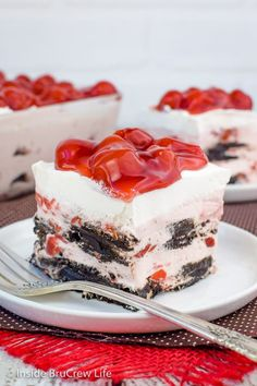 Cherry Oreo Icebox Cake: Easy no bake icebox cakes are the perfect summer dessert. This Cherry Oreo Icebox Cake has dark chocolate Oreos and cherry cheesecake layered in a pan. Cherry Desserts, Cold Desserts, Frozen Desserts, Cookie Desserts, Summer Desserts, Easy Desserts, Delicious Desserts, Dessert Recipes, Dessert Ideas
