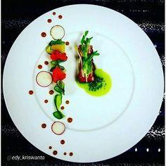 "#foodphotography #f52grams #food #foodporn #gourmet #instagramfood #chef #foodart #lovefood #artofplating #instafood #yummy #foodpic #photooftheday #instagourmet #dinner #foodvsco #dessert #delicious #taste #art #eat #gastronomy #love #foodie #cook #cooking #foodgasm #culinaryart  By @edy_kriswanto ""Short rib steak / veggies / pistau / red radish / red wine emultion / snow pea sprout."" Michelin Star Food, Food Decoration, Molecular Gastronomy, Culinary Arts, Teller, Food Presentation, Food Items, Food Plating, Creative Food"