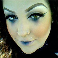 Love the lipstick for a drowning victim, corpse, sea siren, dark mermaid, etc. Ghost Makeup, Witch Makeup, Sfx Makeup, Costume Makeup, Skull Makeup, Halloween Makeup Looks, Halloween Make Up, Vintage Halloween, High Fashion Makeup