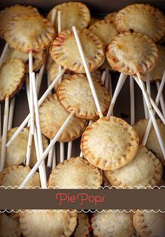 Baking these cute little treats is as easy as Pie! Learn how to bake your own Pie Pops by Bakerella! mince pie pops this Xmas! Pie Pops, Yummy Treats, Sweet Treats, Yummy Food, Tasty, Think Food, Love Food, Köstliche Desserts, Dessert Recipes
