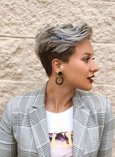 Bold styles of pixie haircuts for short hair worn by he top famous ladies in year This amazing pixie haircut is really fantastic style for all the women just to make them look more elegant… Long Face Haircuts, Pixie Haircut For Thick Hair, Thin Hair Haircuts, Short Pixie Haircuts, Pixie Hairstyles, Cool Hairstyles, Ladies Short Hairstyles, Pixie Haircut Color, Women Pixie Haircut
