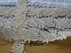 Lovely 2 color Venise lace trim 3 3//4 inch wide = selling by the yard