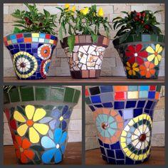 Vasos em mosaico, by Schandra Mosaic Planters, Mosaic Vase, Mosaic Flower Pots, Mosaic Tiles, Mosaic Crafts, Mosaic Projects, Jardin Decor, Pot Jardin, Homemade Art