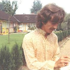 George at KInfauns Beatles Love, Beatles Photos, Hello Beatles, George Harrison Young, The Quarrymen, Bug Boy, The Fab Four, Eric Clapton, Lady And Gentlemen