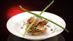 Cette recette d'étagé de röstis de courgettes et pommes de terre avec saumon…