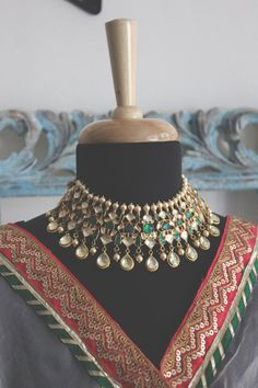 Emerald Green Gold Plated Kundan Polki Bridal Indian Choker Necklace Set with Dangler Teardrop Earri Indian Jewelry Sets, India Jewelry, Jewelry Box, Jewelry Cabinet, Jewelry Armoire, Cheap Jewelry, Jewelry Holder, Gold Jewelry, Jewelry Making
