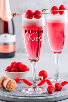Forget the mistletoe: enjoy this French Kiss cocktail at Christmas instead! This sparkling cocktail combines pretty pink raspberry gin with champagne and we think it's the perfect celebration drink for New Year's Eve! Pink Gin Cocktails, Champagne Drinks, Pink Drinks, Summer Drinks, Raspberry Gin Cocktail, French Cocktails, Raspberry Liqueur, Fancy Drinks, Pink Champagne