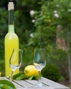Nalewka cytrynowa, przepisy na nalewki. Tincture lemon Flute, Champagne, Tableware, Calzone, Polish, Kitchen, Liqueurs, Cooking, Dinnerware
