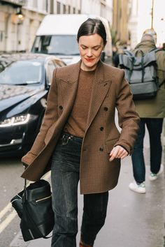 LFW FALL 18/19 STREET STYLE I | Collage Vintage