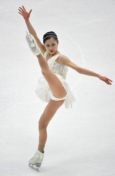 Gymnastics Poses, Gymnastics Pictures, Gymnastics Girls, Dancer Photography, Gymnastics Photography, Crotch Shots, Tennis Players Female, Bandeau Swimsuit, Figure Skating Dresses