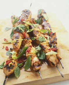 A tasty barbecued pork satay recipe complete with a nutty satay sauce with a delicious amount of heat. Excellent for a summer barbecue. Curry Laksa, Prawn Curry, Peanut Butter Sauce, Spicy Peanut Sauce, Pork Skewers, Kebabs, Pork Satay, Grilled Sardines, Satay Recipe